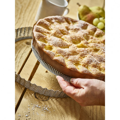 Round tart fluted mould and non-stick baking sheets, perforated stainless steel